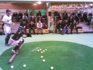 Charlie Greene von den Milwaukee Brewers setzte sich mit Catcher Drills auseinander