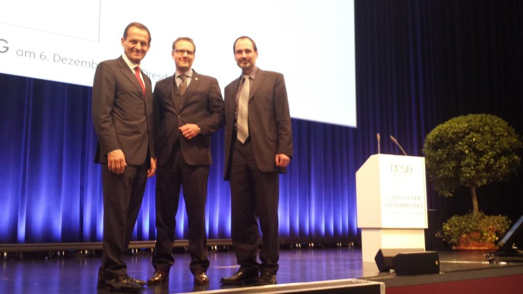 Mirko Heid und Jürgen Elsishans gratulieren DOSB-Präsident Alfons Hörmann zur Wahl (Foto: DBV)