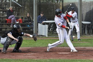 10 04 05 MAT REG Sp1 0108 Homerun Dennis Kelly 300x200 Best Batter: Dennis Kelly (Mannheim Tornados)
